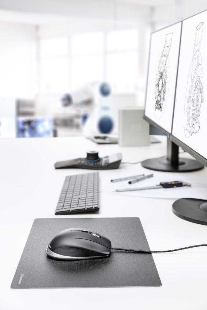 CadMouse_SpaceMouse_Enterprise_desktop_setup_right